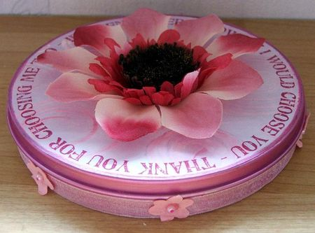 Flower tin side on
