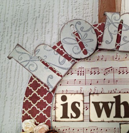 Home-wreath-letters