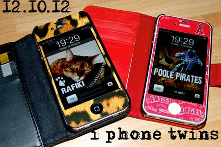 286-i-phone-twins