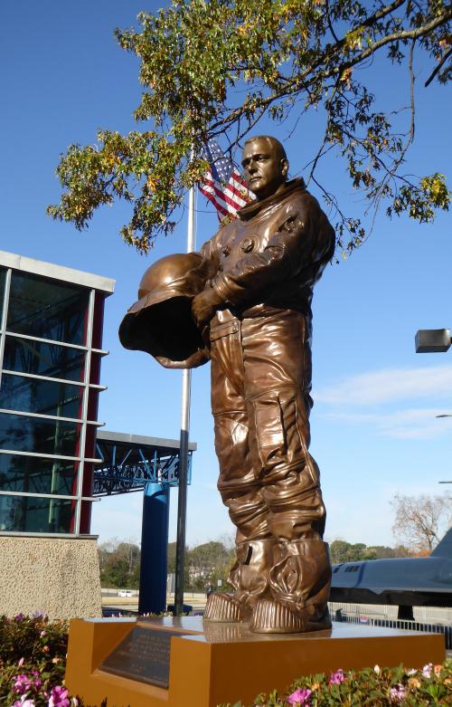 01 statue