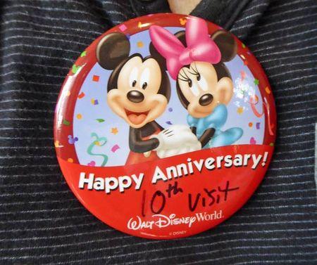 Anniversary-pin