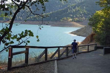 2-shasta-dam-walk