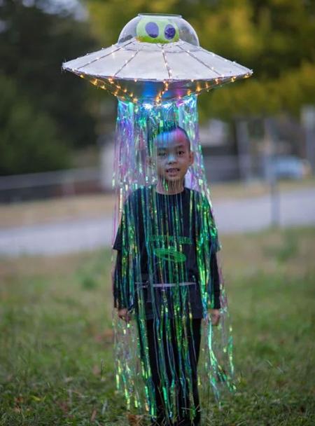 Best-halloween-costume-ideas-4545454548-5f9fc3363b3f4__700
