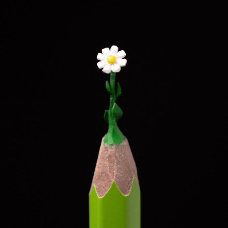 Artist-makes-tiny-and-incredible-sculptures-on-the-tip-of-pencils-5ec7775fbb18d__700